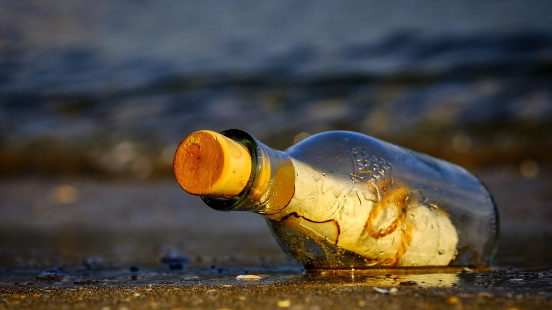 strand, flesje, brief